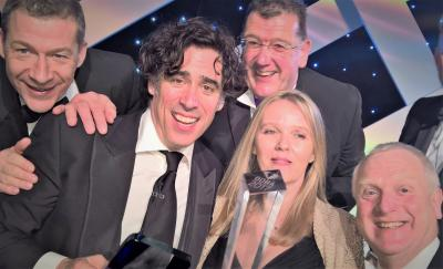 Stephen Mangan presents Gatwick Diamons Business Award to Cleankill Pest Control